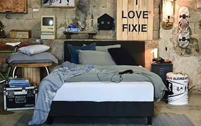 מיטה וחצי - תמונת שער