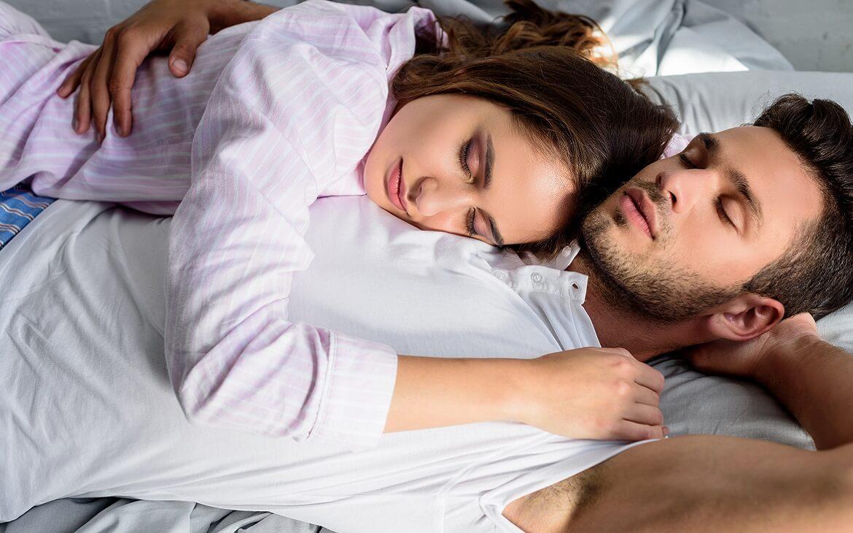 איך שינה משפיעה על האהבה