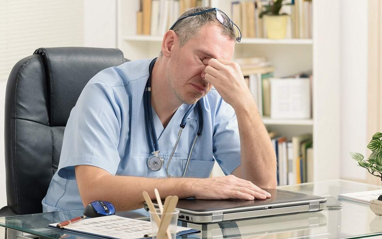 כמה זמן ישן רופא